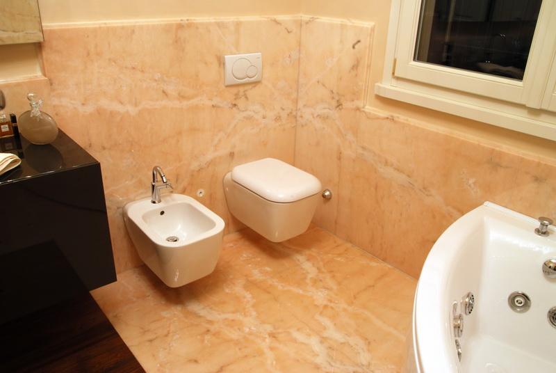 Bagni rivestiti in marmo bagno effetto marmo with bagni for Bagno effetto marmo